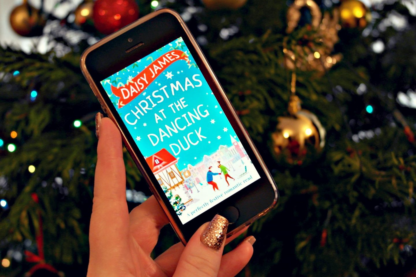 Review: Christmas at the Dancing Duck by Daisy James